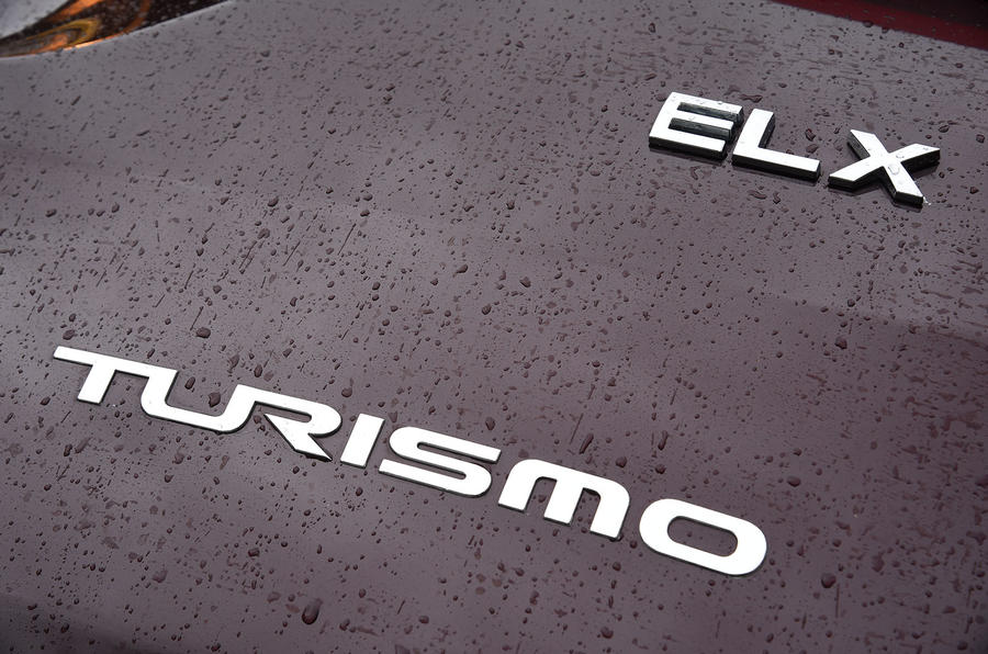 Ssangyong Turismo ELX badging