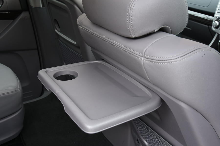 Ssangyong Turismo tray tables