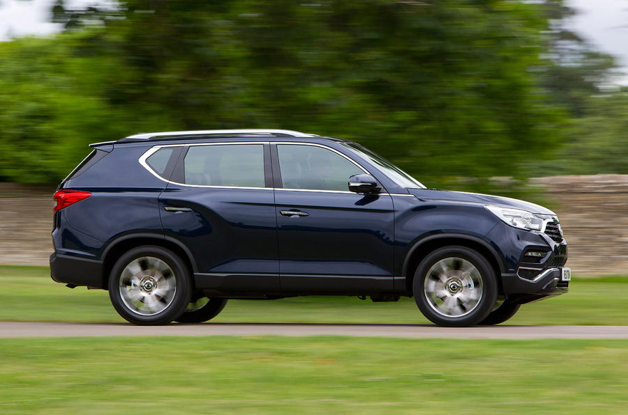 Ssangyong Rexton side profile