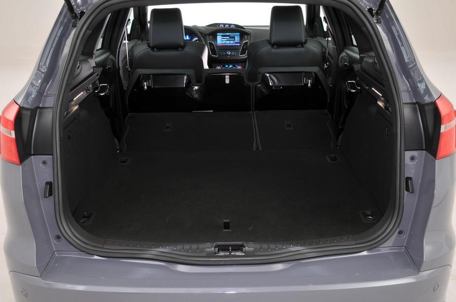 ford focus st estate vs peugeot 308 sw and seat leon estate comparison autocar. Black Bedroom Furniture Sets. Home Design Ideas