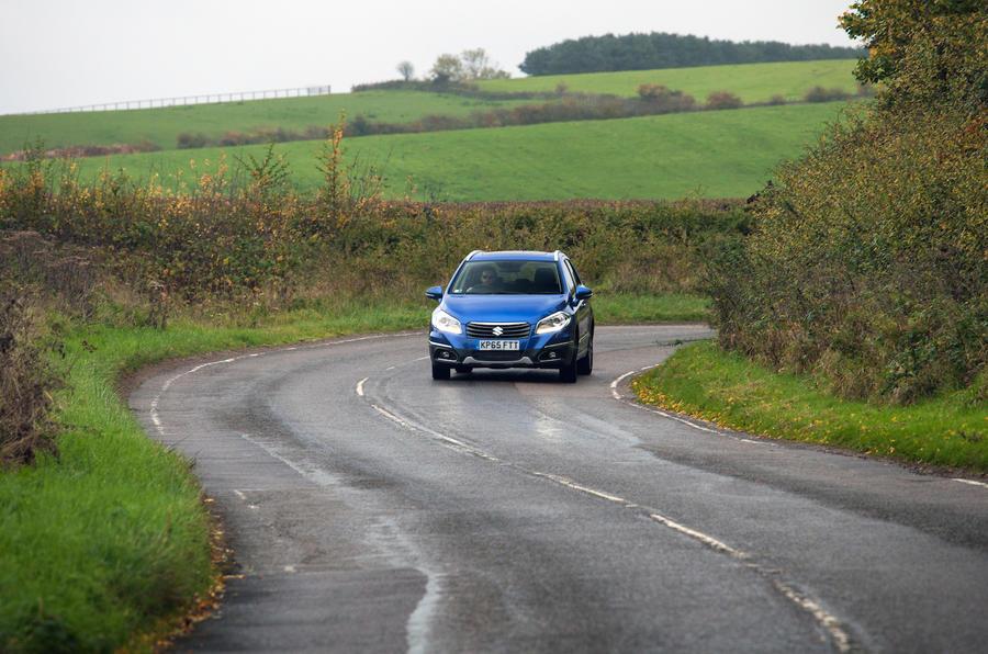 Suzuki SX4 S-Cross cornering