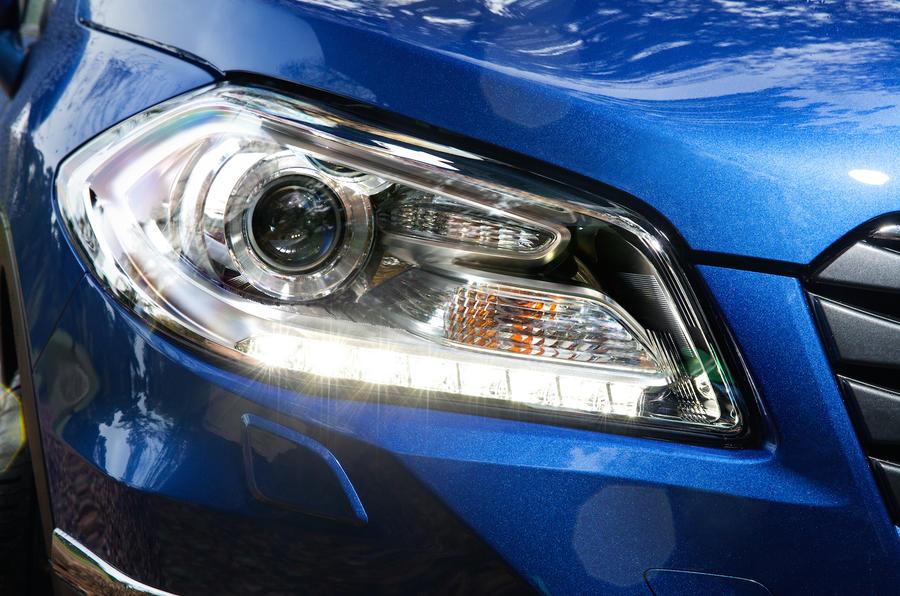 Suzuki SX4 S-Cross headlight