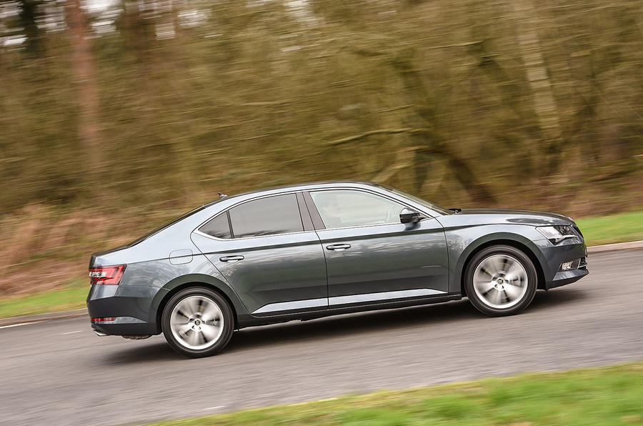 Skoda Superb 280 4x4 cornering