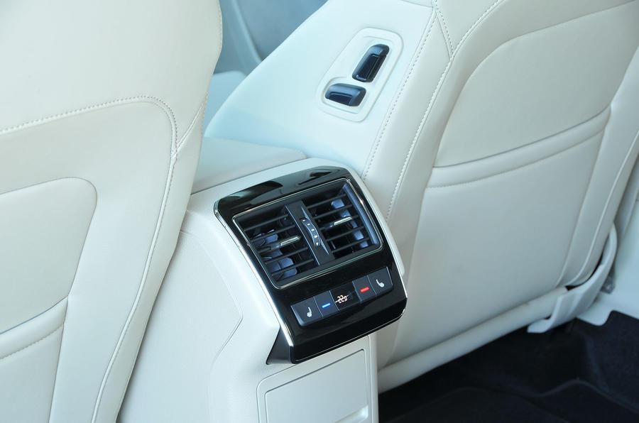 Skoda Superb rear air vents