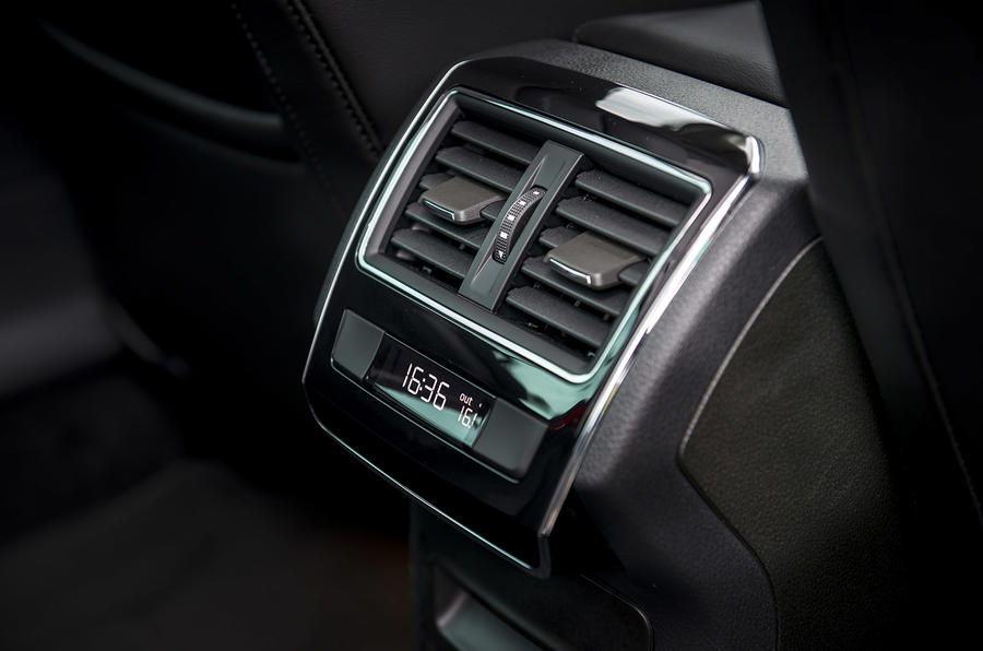 Skoda Superb Estate rear climate controls