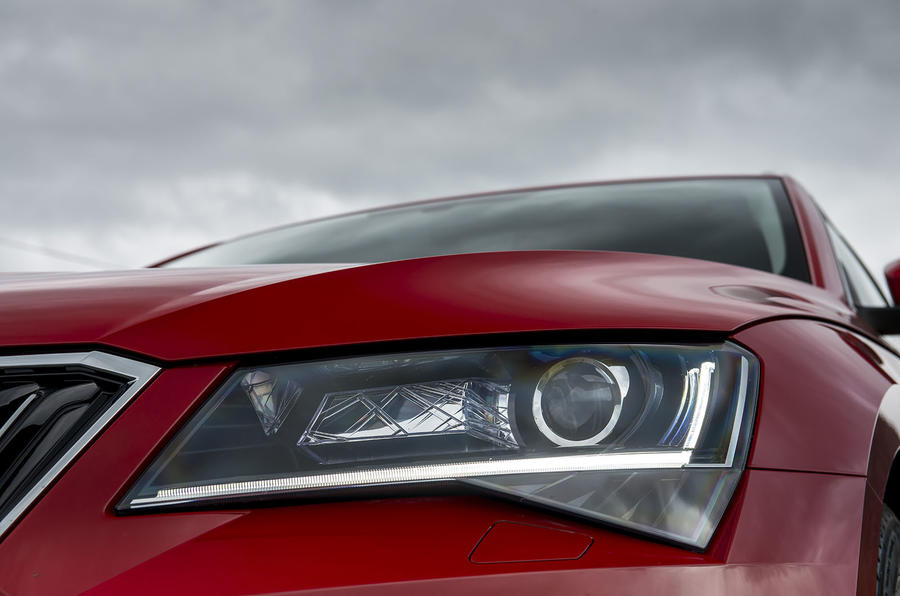 Skoda Superb xenon headlights