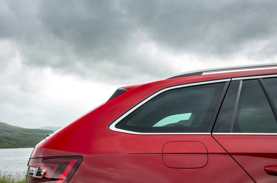 Skoda Superb Estate rear window