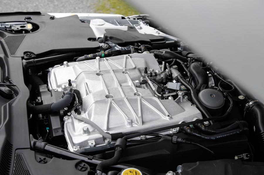 Jaguar F-Type SVR vs McLaren 570GT