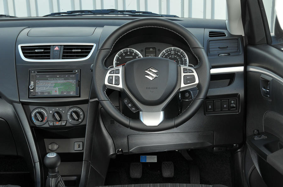 Suzuki Swift SZ-L dashboard