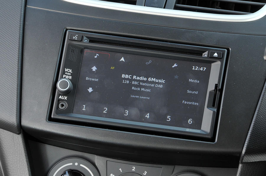Suzuki Swift SZ-L infotainment