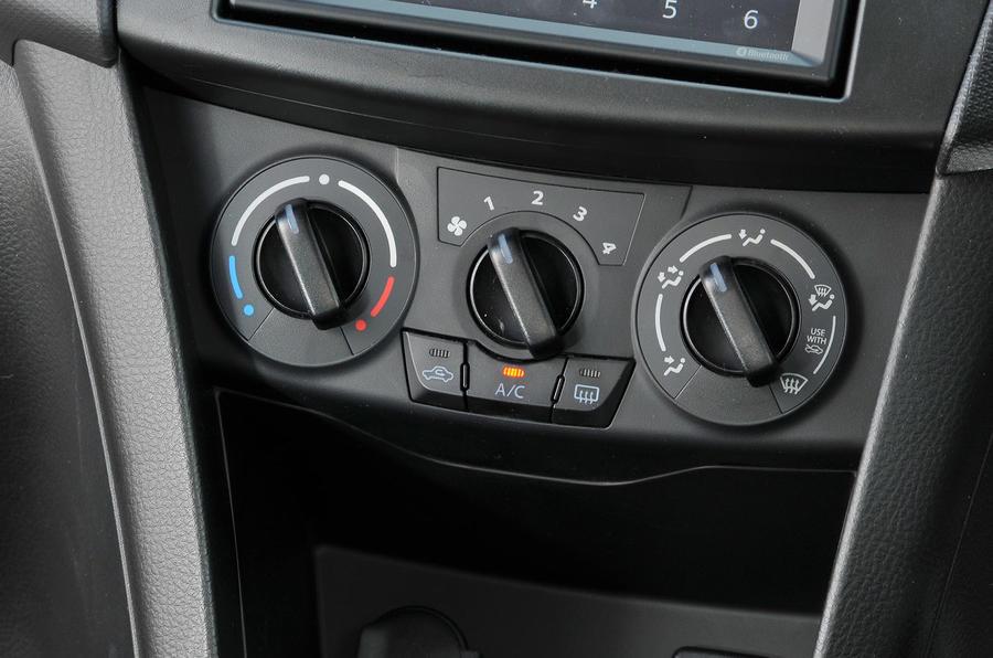 Suzuki Swift ventilation switchgear