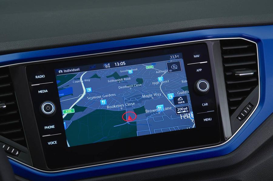 Volkswagen T-Roc 2.0 TSI infotainment system