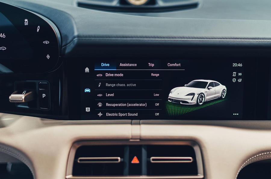 2020 Porsche Taycan Turbo S - studio infotainment