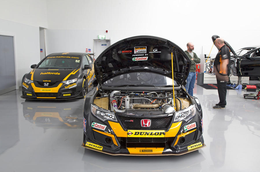 Inside the 2018 Honda Civic Type R BTCC racing car | Autocar
