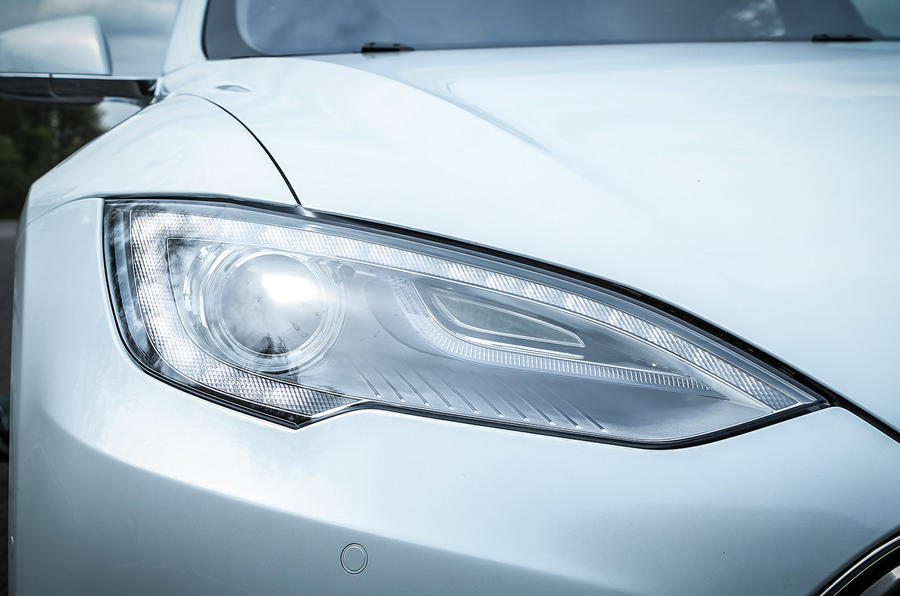 Tesla Model S P85D LED headlights