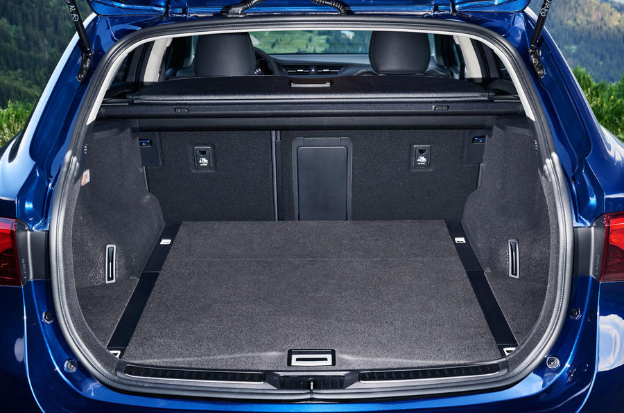 Toyota Avensis Touring Sports boot space