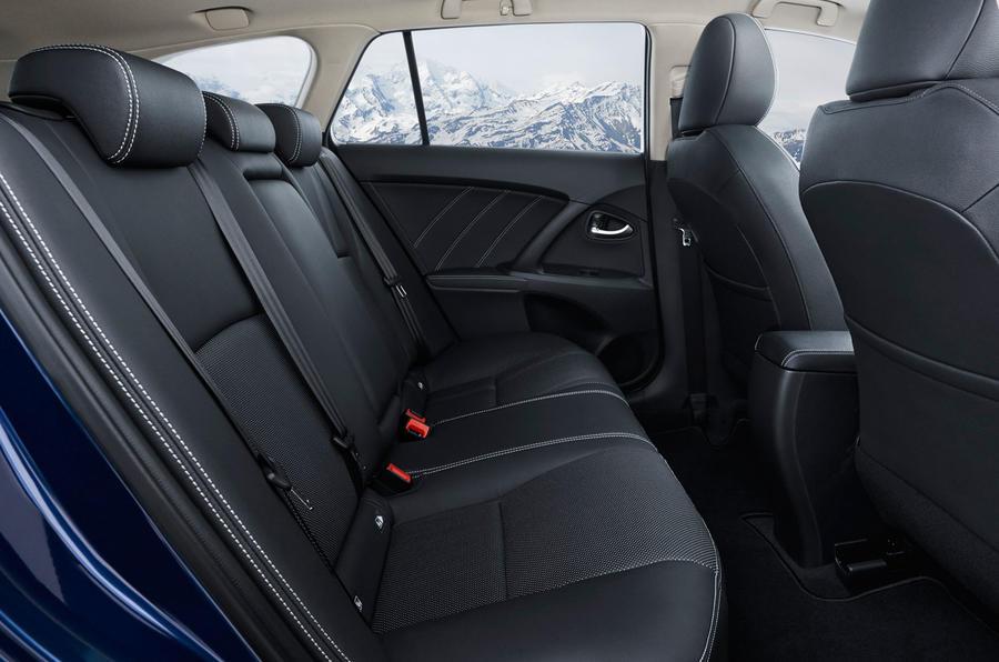 Toyota Avensis rear seats