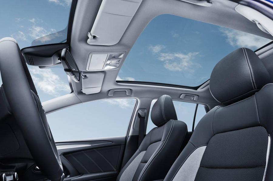 Toyota Avensis panoramic sunroof