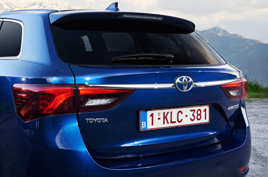 Toyota Avensis Touring Sports bootlid