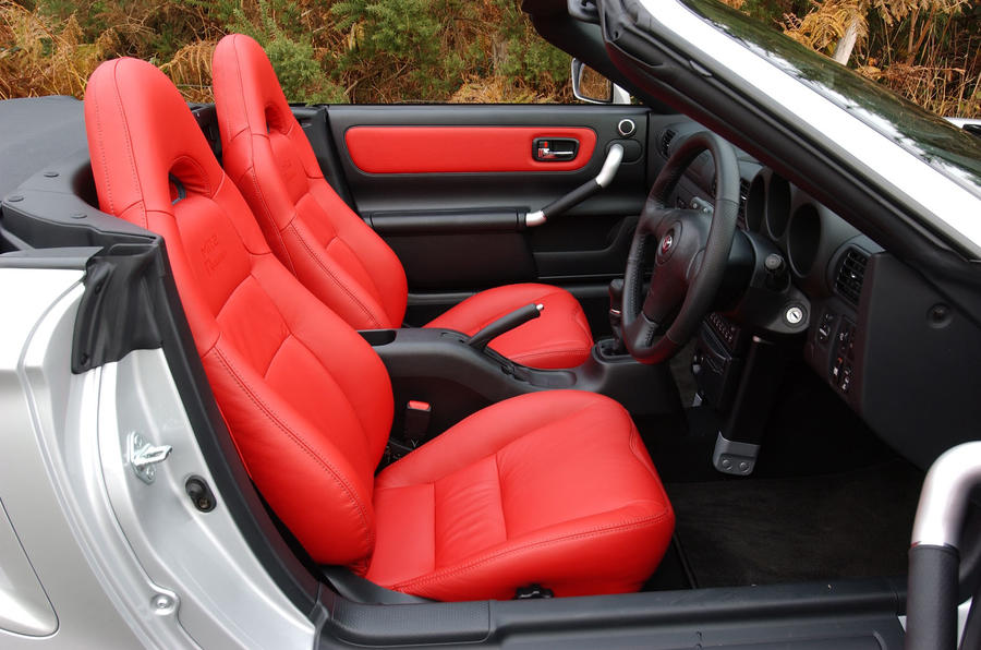 2003 toyota mr2 spyder seats
