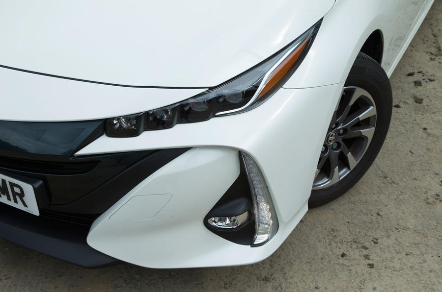 Toyota Prius PHEV headlights
