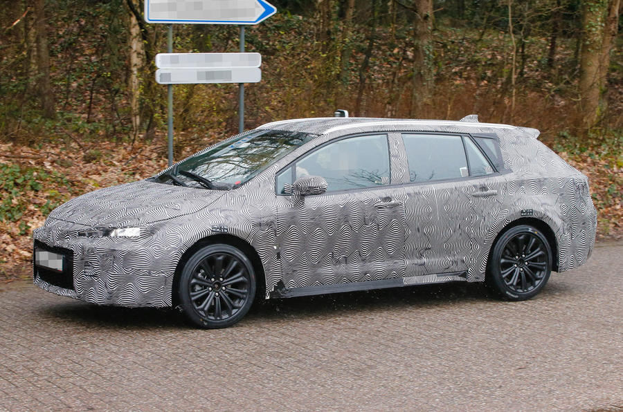 Toyota Auris Sports Tourer spotted with sleek new design