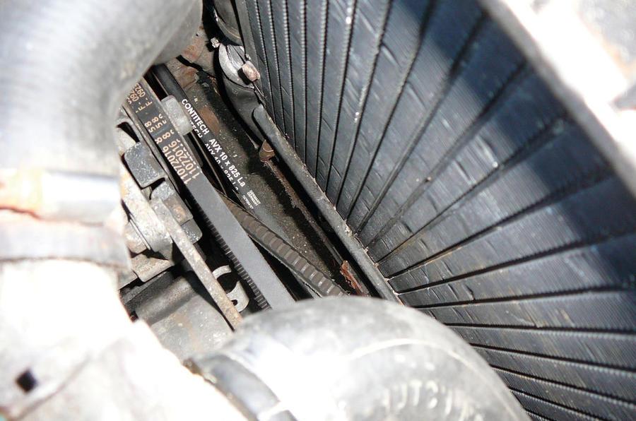 BMW 320 air conditioning belt