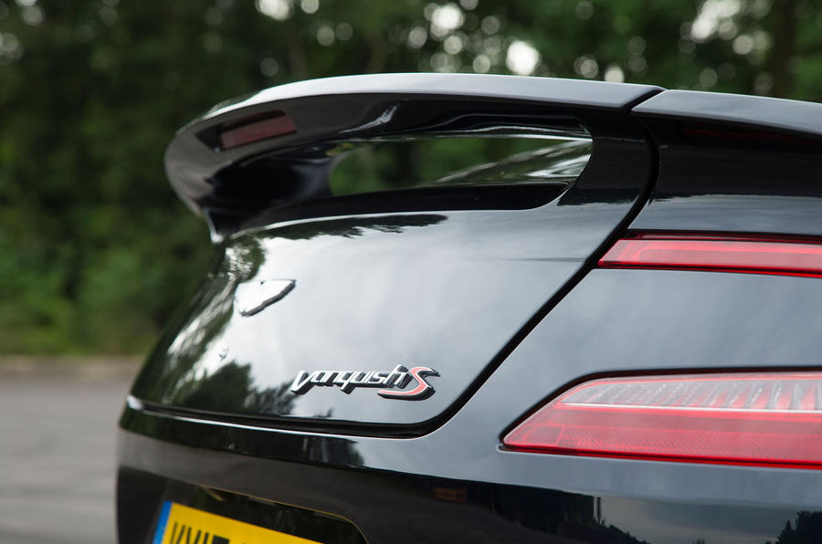Aston Martin Vanquish S Volante badging