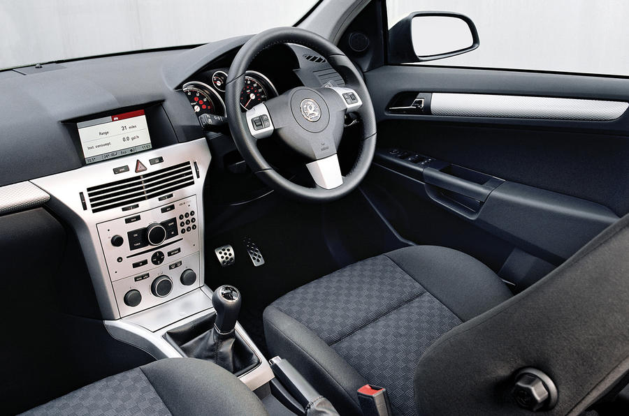 Vauxhall Astra SRi interior