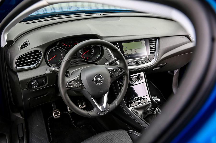 Vauxhall grandland x 1 2t 130 2017 review autocar for Interior opel grandland x