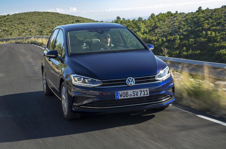 Volkswagen Golf SV cornering