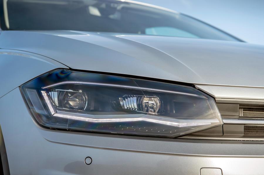 Volkswagen Polo 1.0 TSI headlights