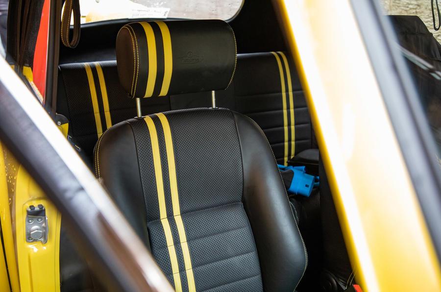 Volkswagen Beetle Bumblebee - interior