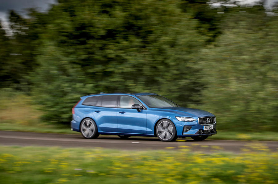 Volvo V60 T8 TwinEngine 2019 UK first drive review - hero side