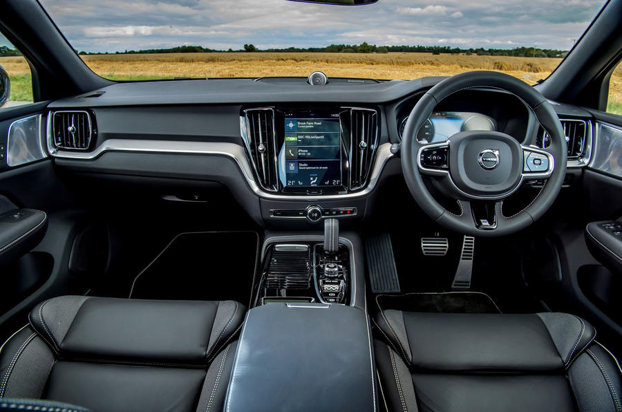 Volvo V60 T8 TwinEngine 2019 UK first drive review - cabin