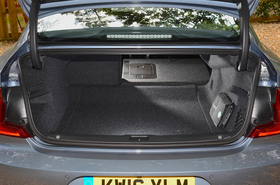 Volvo S90 extended boot space