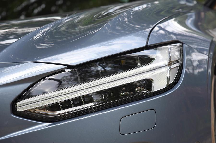 Volvo S90 LED headlights