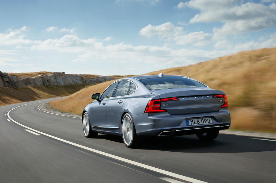 Volvo S90 action