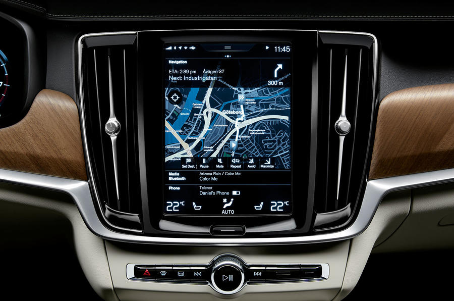 Volvo S90 interior infotainment