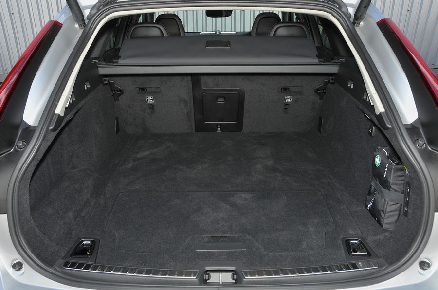Volvo V90 Cross Country boot space