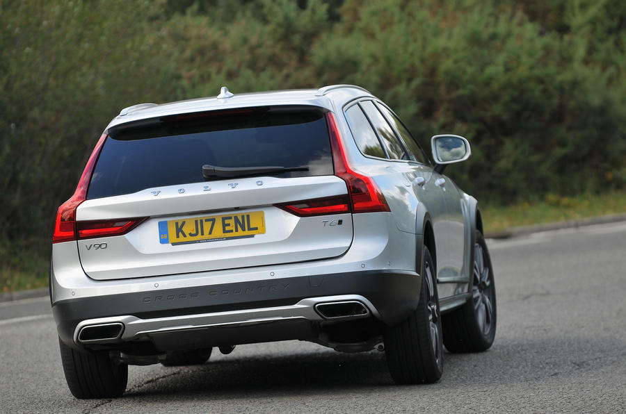 Volvo V90 Cross Country rear cornering
