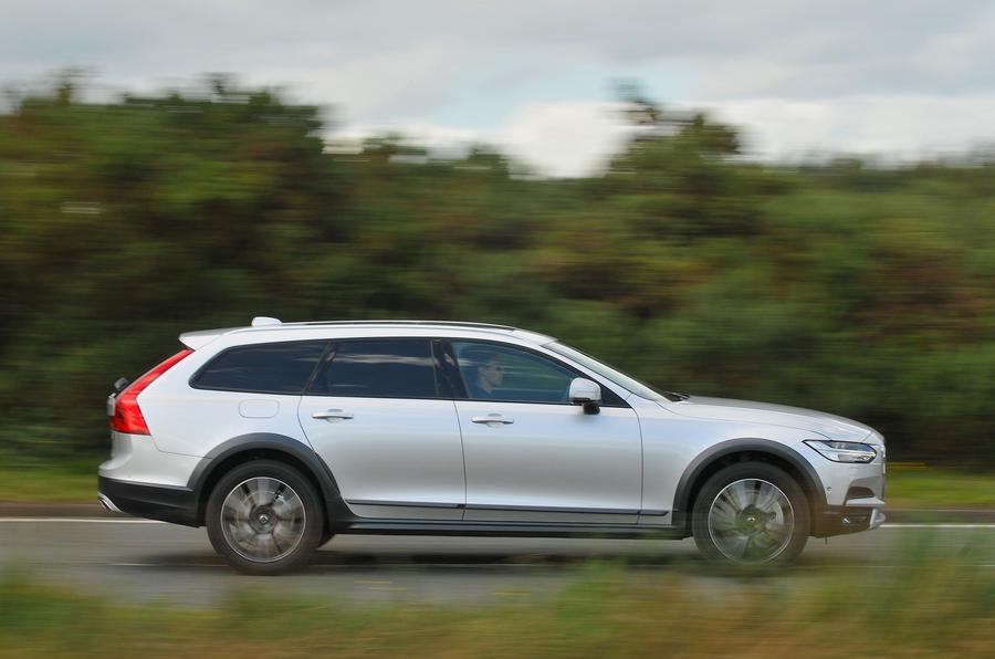 Volvo V90 Cross Country side profile