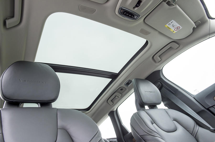 Volvo V90 panoramic sunroof