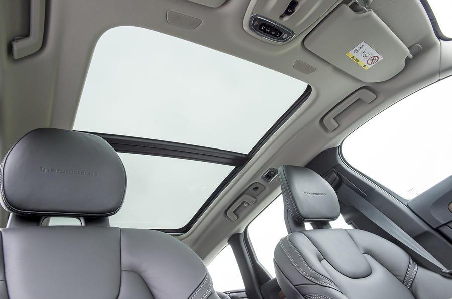 Volvo V90 panoramic sunroof