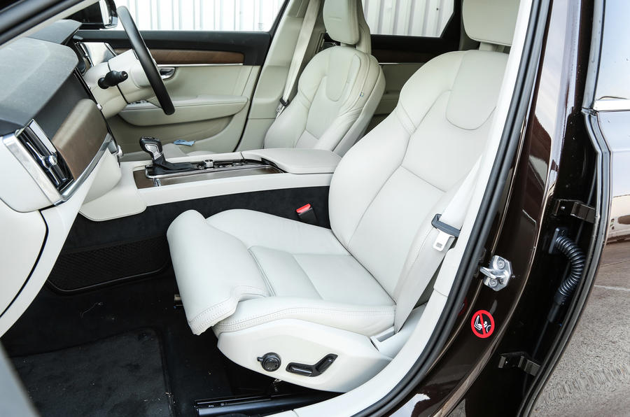 Volvo V90 front seats