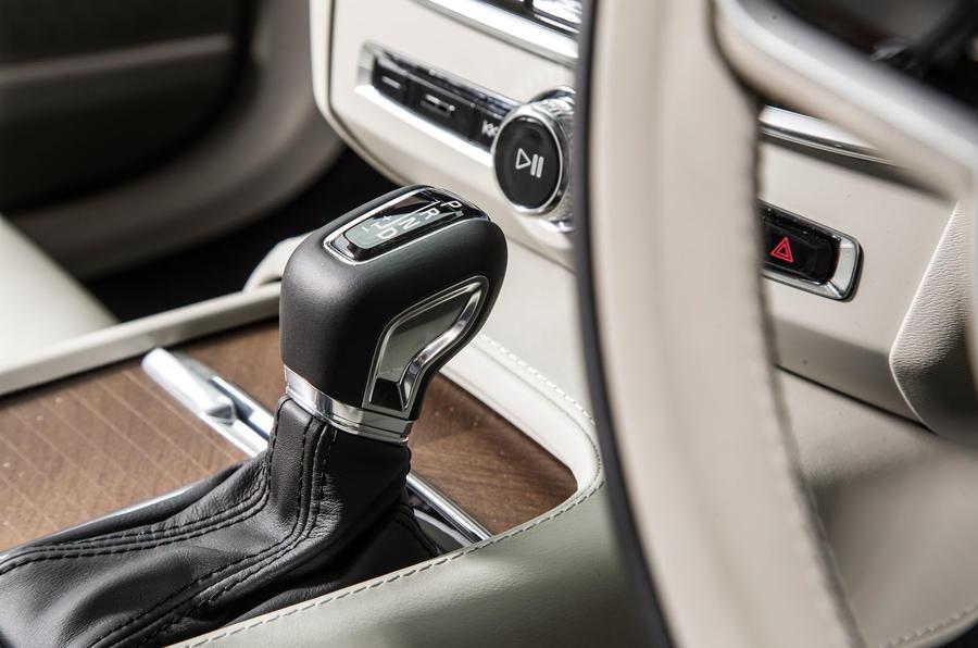 Volvo V90 centre console