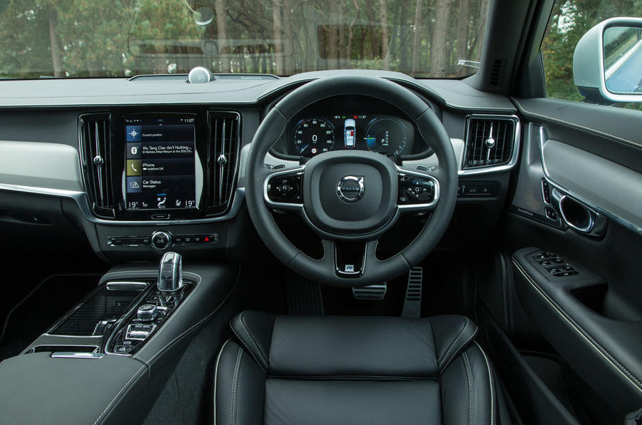 Volvo V90 T8 dashboard