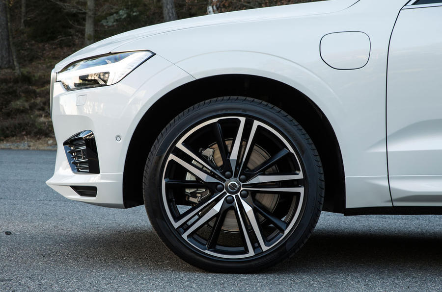2017 Volvo XC60 set to take on Jaguar F-Pace
