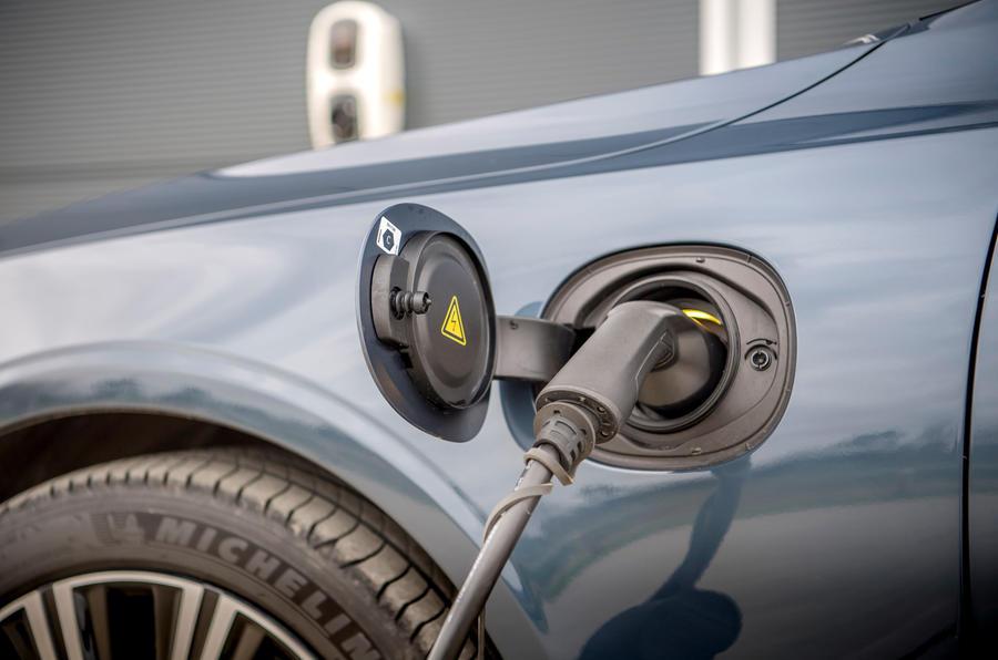 Chargement de la Volvo S90 T8
