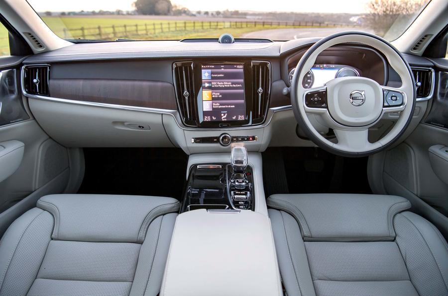Tableau de bord de la Volvo S90 T8